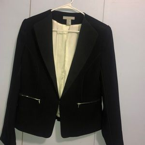 Trendy black blazer